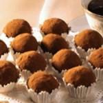 Receita de trufa tradicional de chocolate em forminhas.